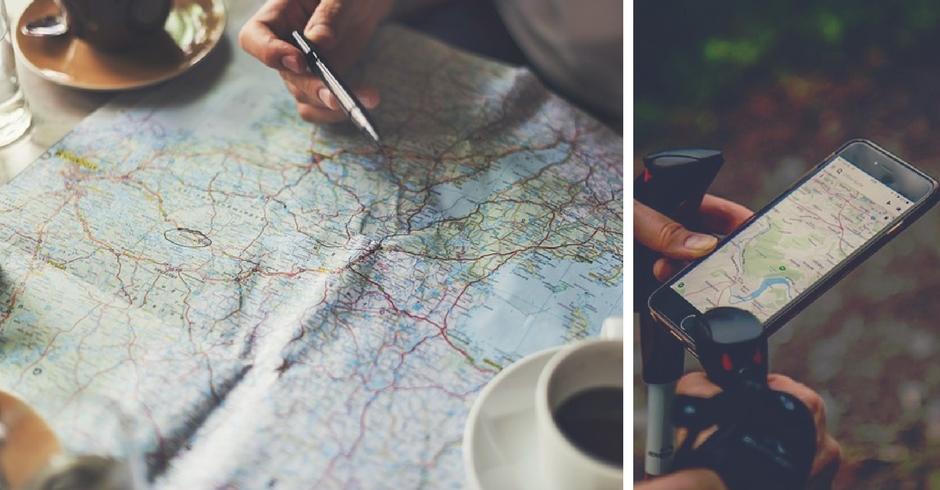mappa cartacea e mappa su uno smartphone