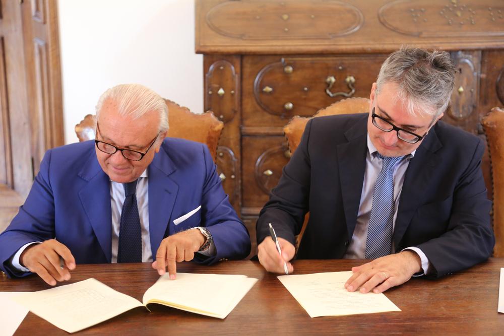 Firma accordo prof. Moriconi e Andrea Cruciani
